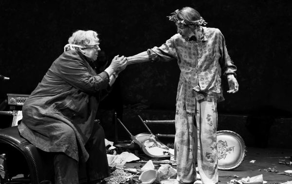 Jayne Houdyshell and Glenda Jackson in King Lear